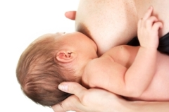 Cradle_hold_breastfeeding